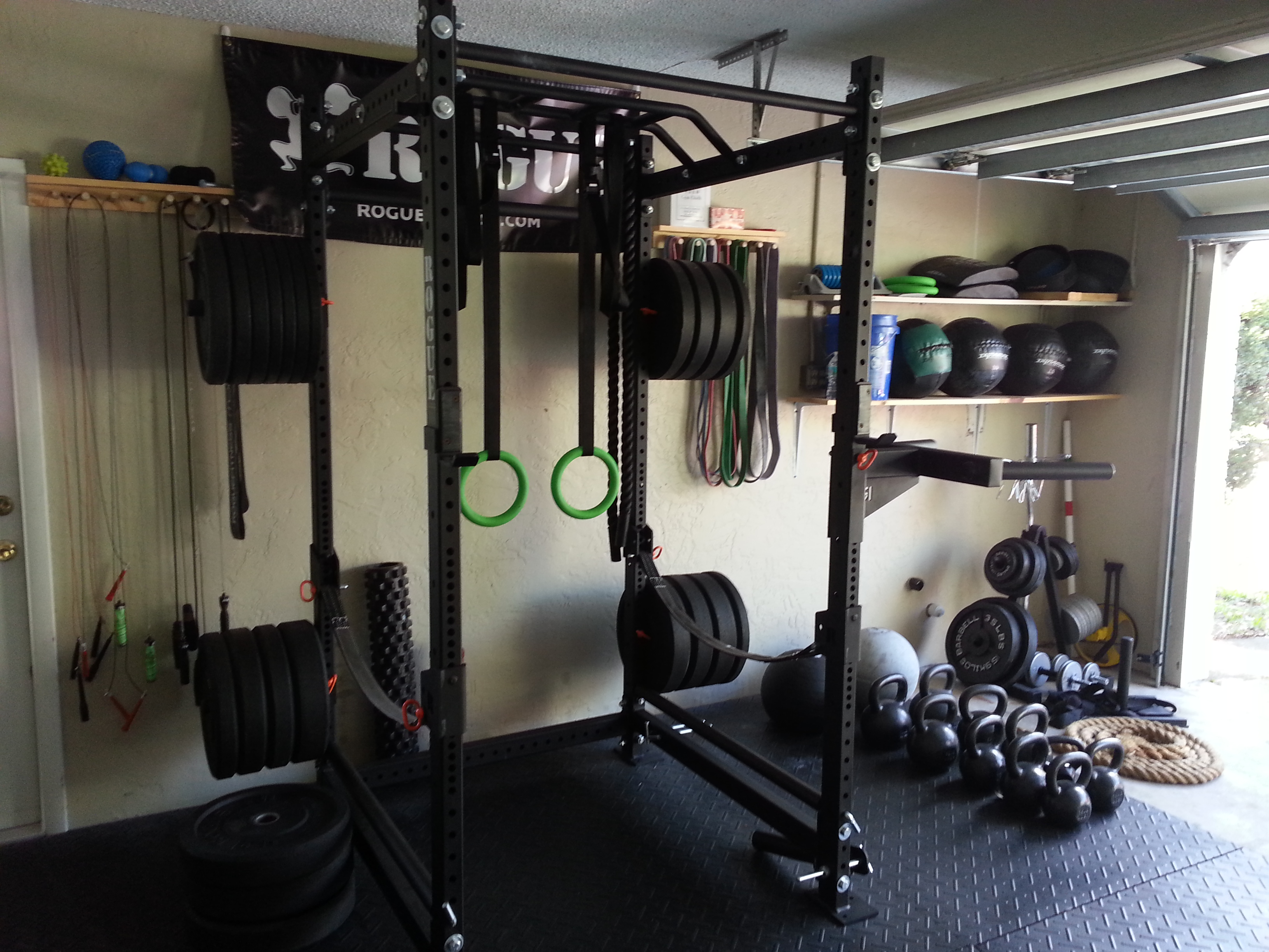 Crossfit garage gym imgkid the image kid has it